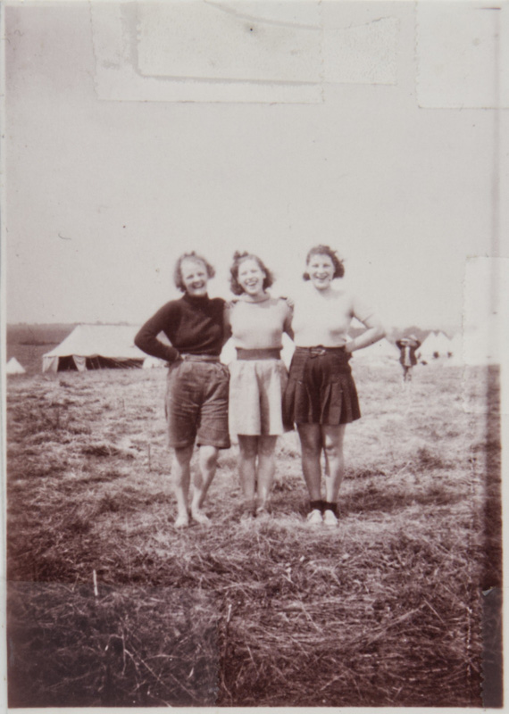 Hutt pictured with Alice 'Lally' Craig volunteering at a Basque children's refugee camp in 1939.