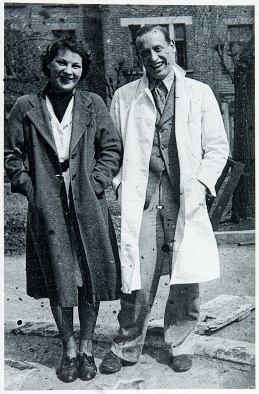 Hutt and her husband surgeon, Alan Ruscoe Clarke (1908-1959), outside Mile End Hospital in 1939.